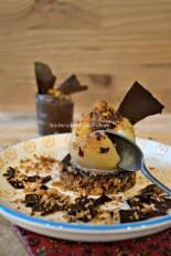Degustation-poire-pochee-coeur-ganache-chocolat-croustillant-525x788