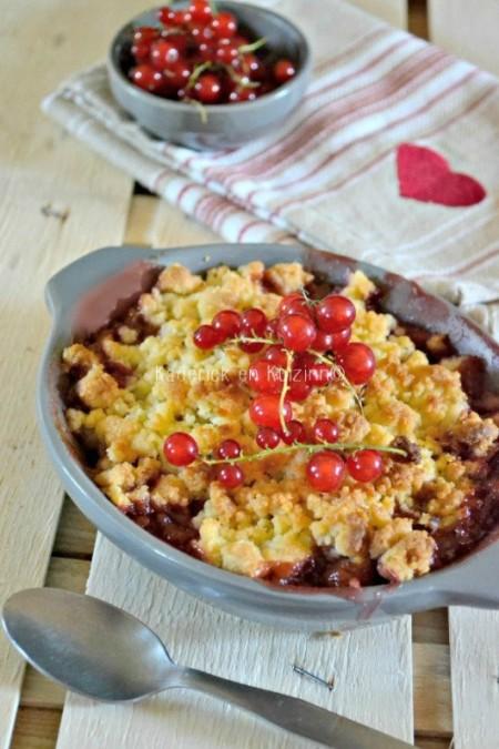 degustation-crumble-coco-rhubarbe-fraises-groseilles-530x795